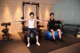 運動をするカップル