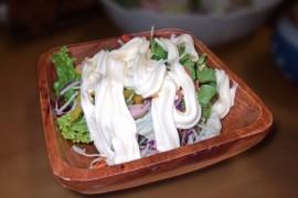 マヨネーズたっぷりのサラダ