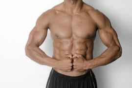 筋肉質の男性